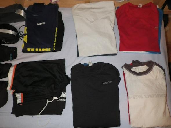 Pablo prepara la mochila (I): Ropa y textiles