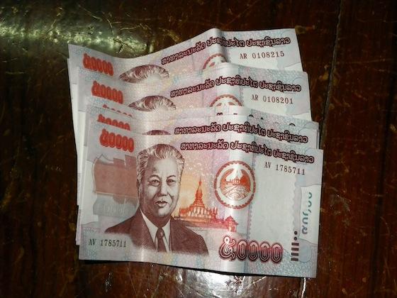 En un cajero retiré 2 millones de Lao kips