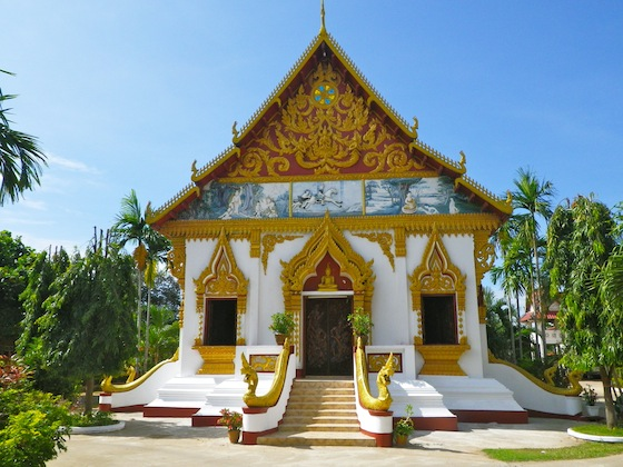 Uno de los primeros templos típicos de Laos que nos encontramos en Pakse