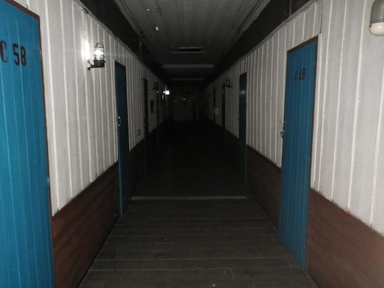 Los pasillos del hotel en Ubon Ratchathani se asemejaban a los de una prisión
