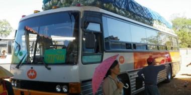 El autobús que nos llevó a Tha Khaek