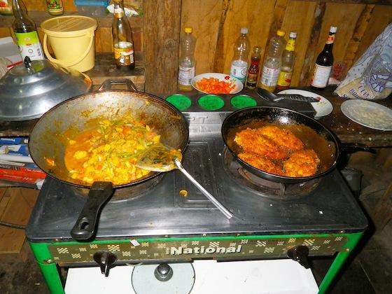 Cocinando las verduras y friendo el pollo
