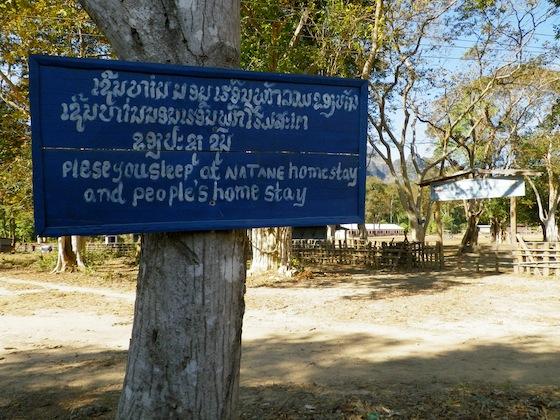 Cartel a la entrada de Ban Natane