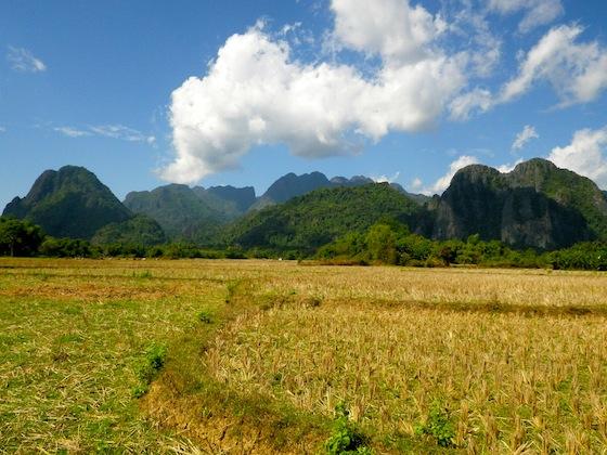 Caminando por las proximidades de Vang Vieng