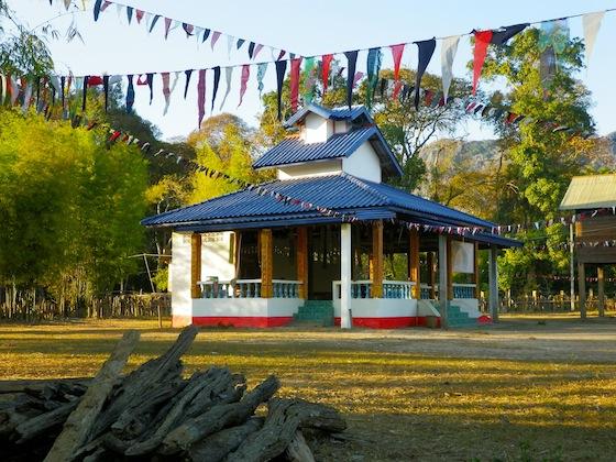 El templo se encuentra en el centro del poblado