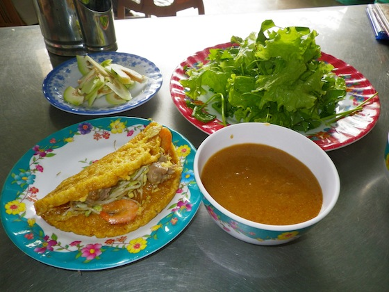 Banh khoai: crepe salada típica de Hué