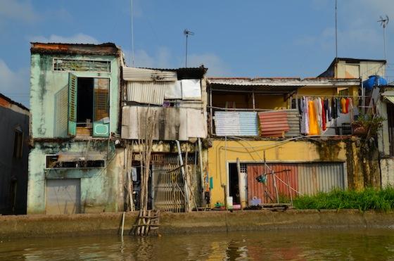 La pobreza es la norma, pero el colorido también