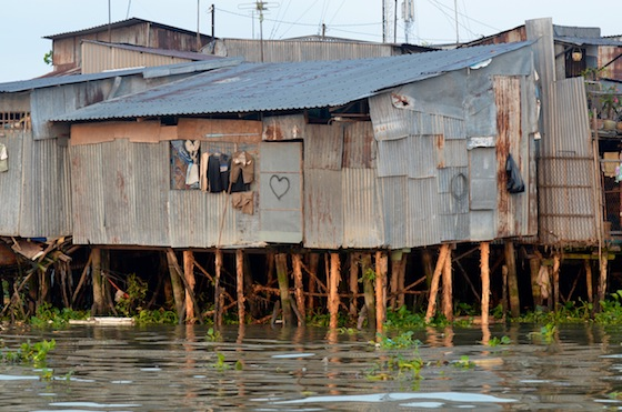Las casas que rodean el Mekong no muestran atisbos de grandeza