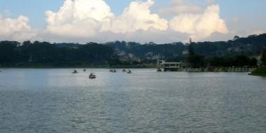 Vistas desde el lago de Dalat