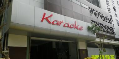 Algo que verás por todas partes en Vietnam (y en Laos): KARAOKES.