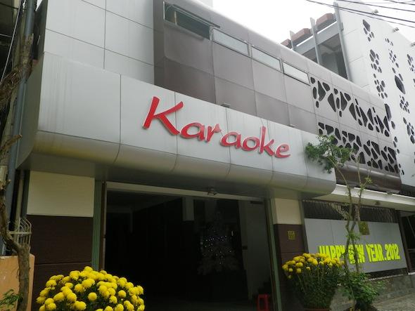 Karaokes vietnamitas: no saben cantar pero les encanta