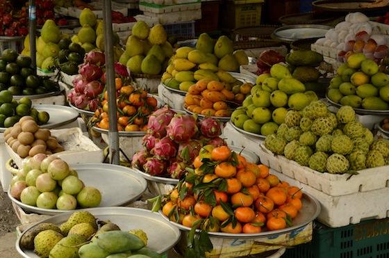 Fruta fresca en el marcado de Ha Tien