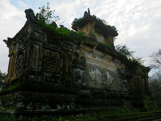 Uno de los primeros monumentos con los que nos topamos al llegar a Hué
