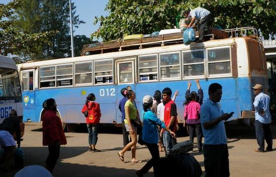 El autobús local que nos llevó de Vang Vieng a Vientiane