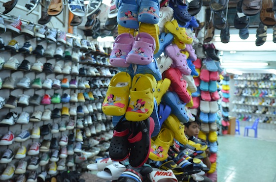 Si algo abunda en Vietnam son las tiendas de zapatos