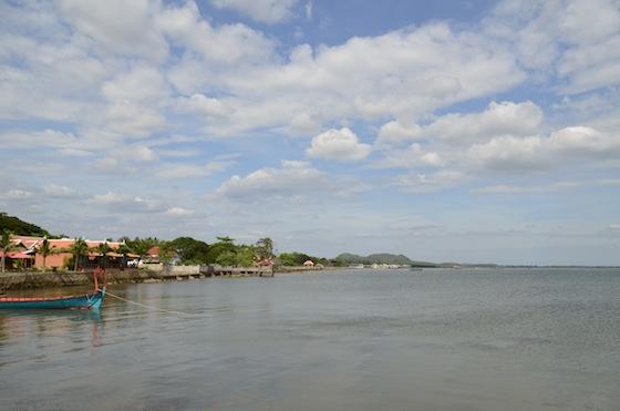 La costa de Kep dede el puerto