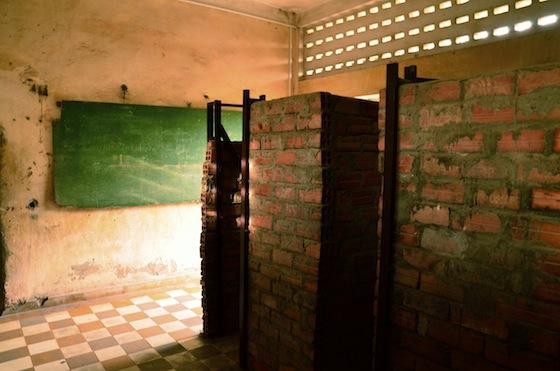 Interior del Museo del Genocidio Tuol Sleng en Phnom Penh, Camboya