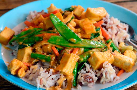 Arroz vegetariano con tofu en Bangkok, Tailandia