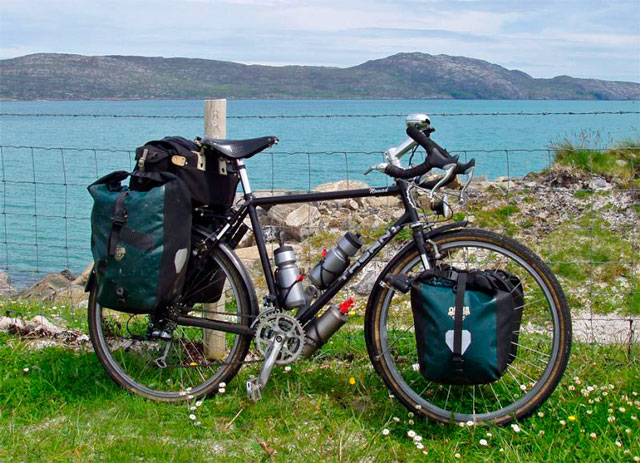 Probando las bicicletas y adquiriendo equipación