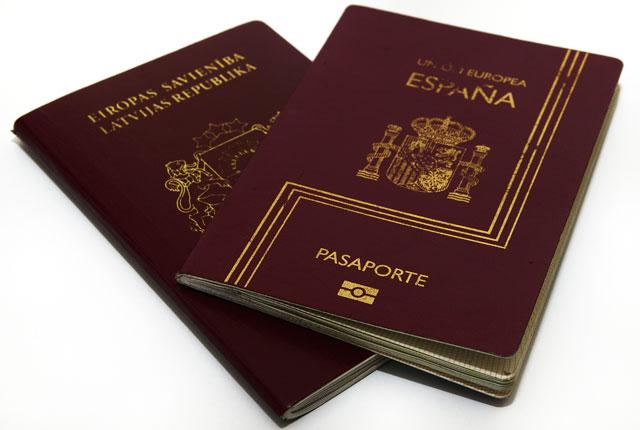 Pasaportes preparados para sacarse las visas
