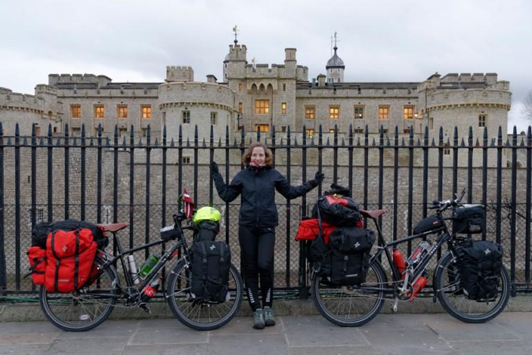 Comienzo de la vuelta al mundo en bicicleta