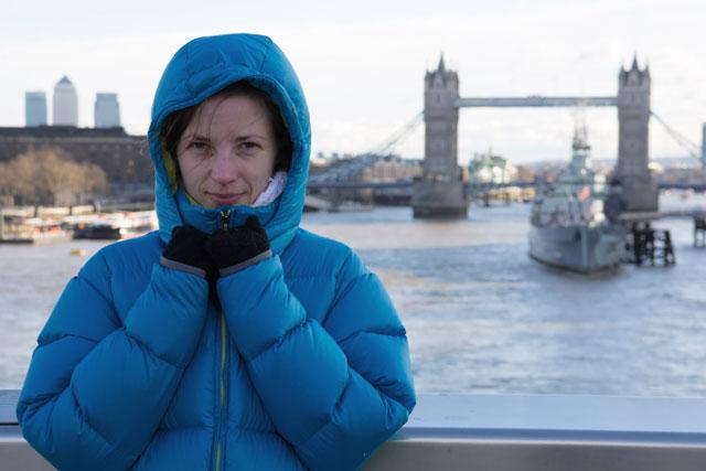 Ilze con el Tower Bridge de fondo