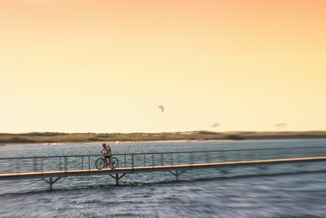 Viajar en bicicleta por el mar