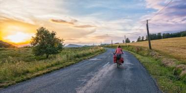 De Francia a Italia por los Alpes, viajar en bicicleta