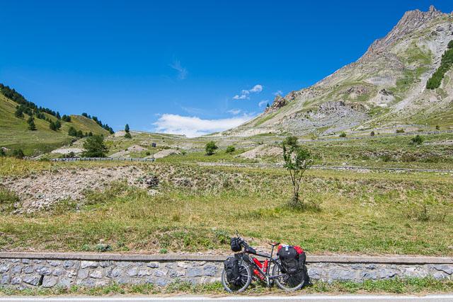 Descenso en los Alpes en bicicleta