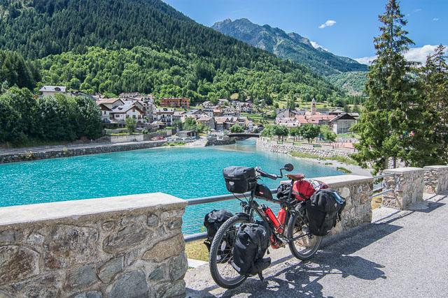 Pueblo italiano en los Alpes