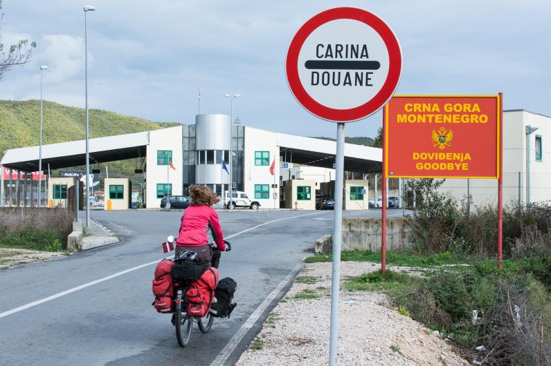 Control fronterizo entre Montenegro y Albania