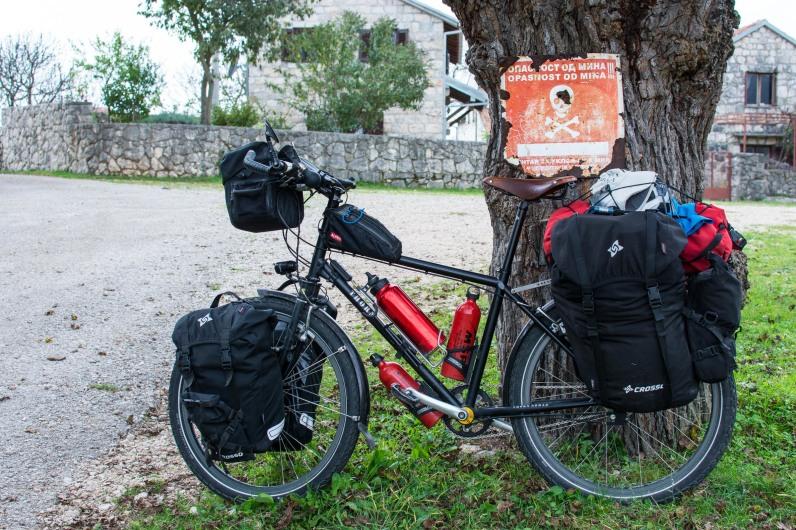 En bicicleta por un campo de minas