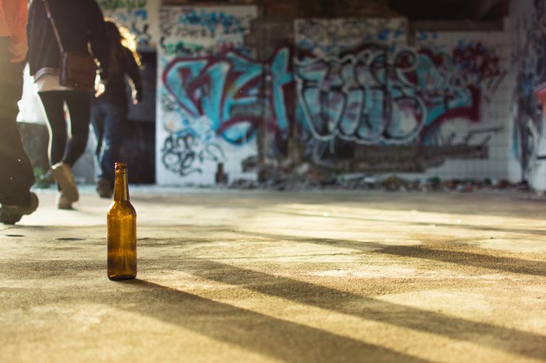 Recorriendo un edificio abandonado en Mostar