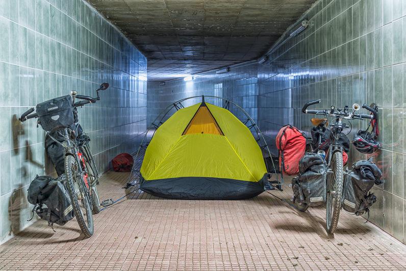 Acampando en un túnel