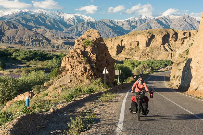 Pedaleando entre montañas en Irán