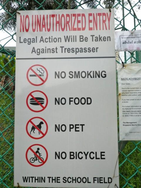 No fumes, no comas, no traigas mascotas, no vayas en bicicleta...