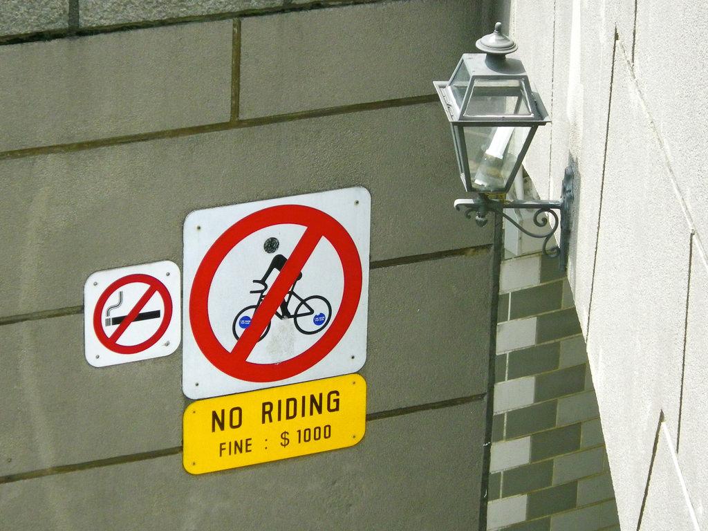 Prohibido ir en bicicleta