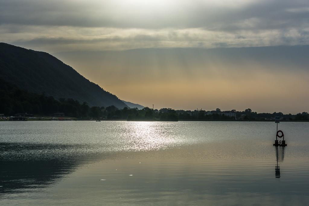Lago iraní por la tarde