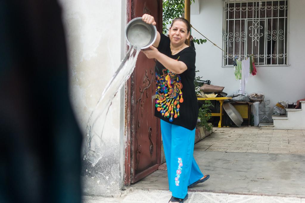 Despedida con agua en Irán
